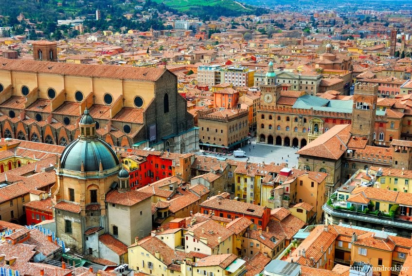 Болонья (Италия)